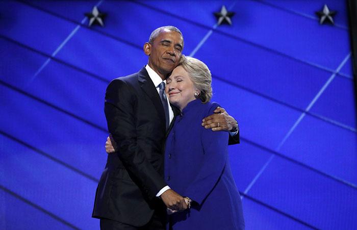 abrazo de hillary y obama