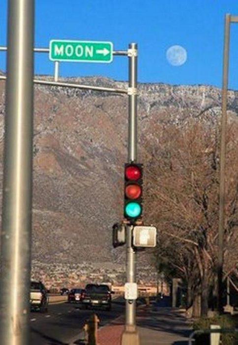 señalamiento y luna