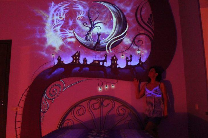 cuarto que brilla de noche