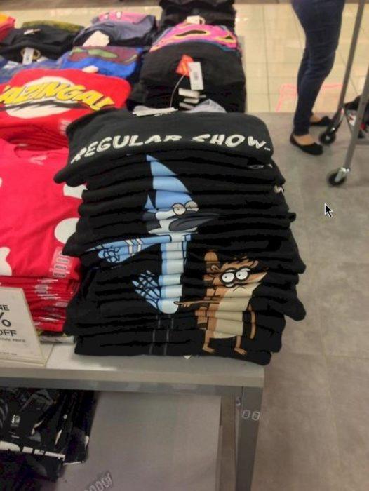 camisetas apiladas forman una imagen