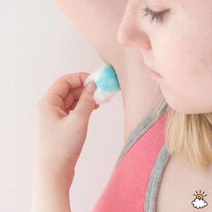 usar algodón con enjuague como desodorante