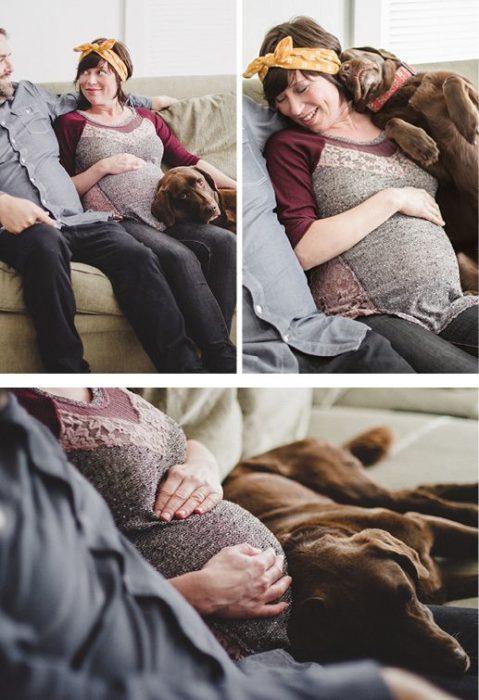 sesión de pareja embarazada en interior con un perro