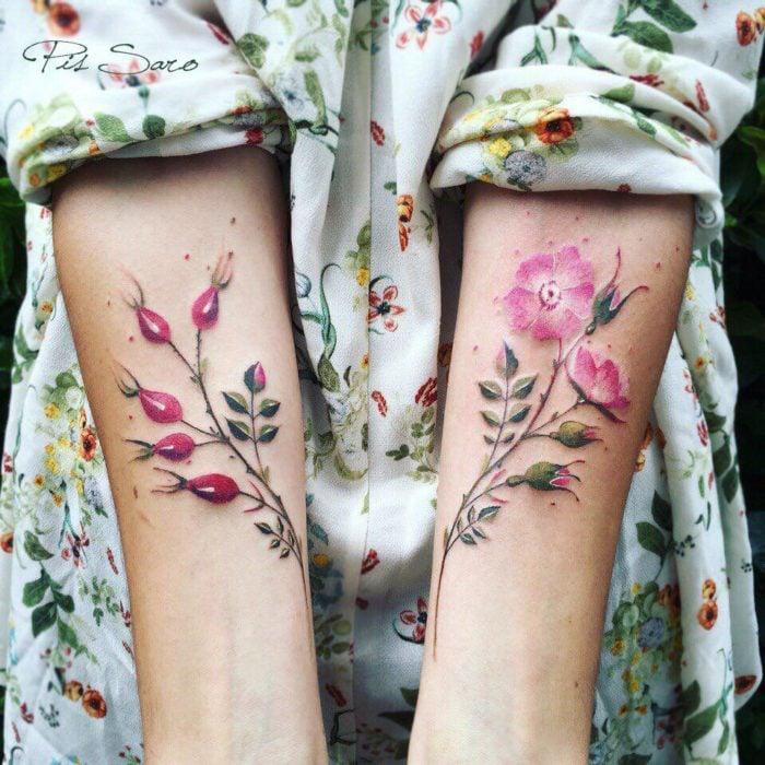 flores en los brazos vestido de flores