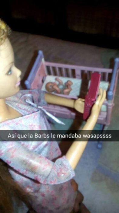 barbie mandando whats