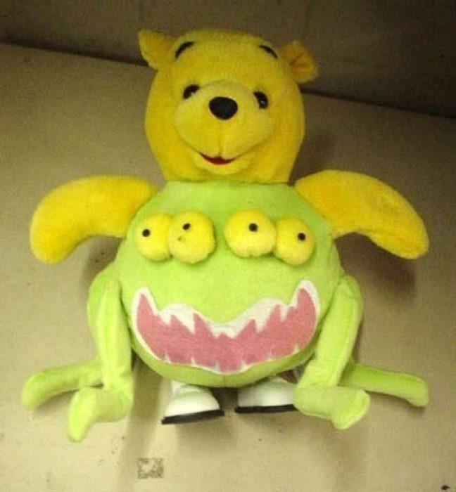 peluche mitad winnie pooh, mitad monstruo