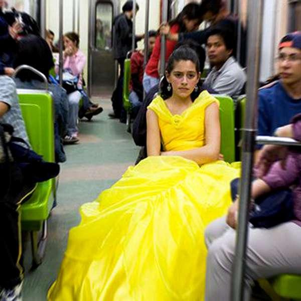 princesa disney en el metro