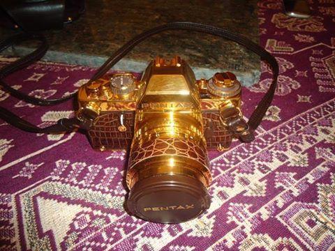 cámara cubierta de oro