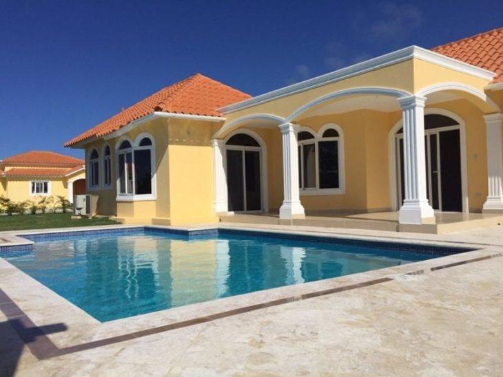 casa amarela com piscina