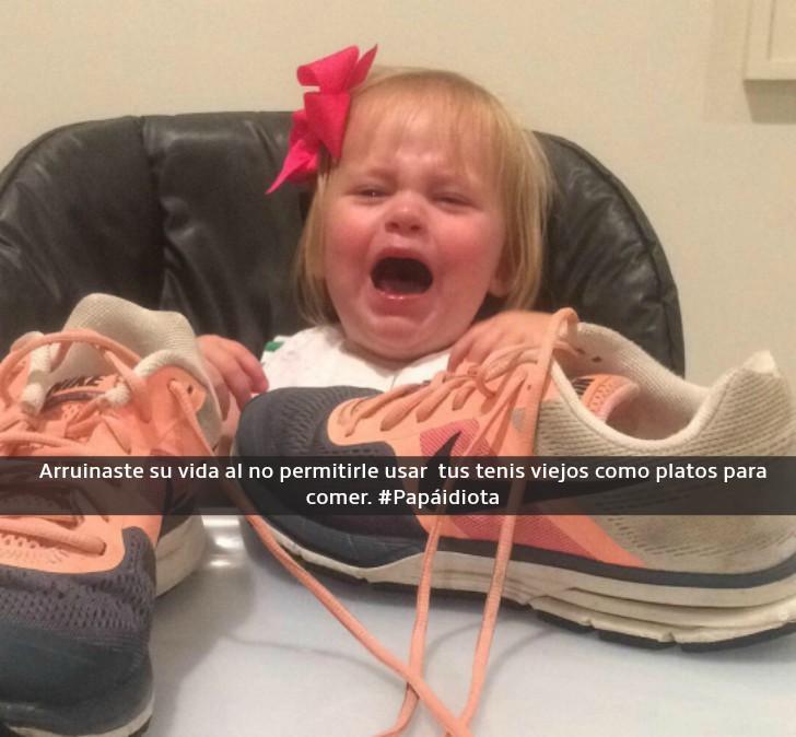 niña llorando sentada a la mesa con tenis