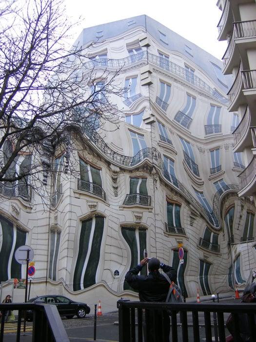 edificio que está deforme