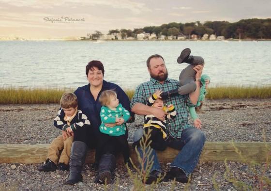 fotografía de familia, se caen los hijos