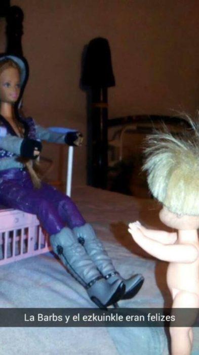 barbie jugando con su hijo