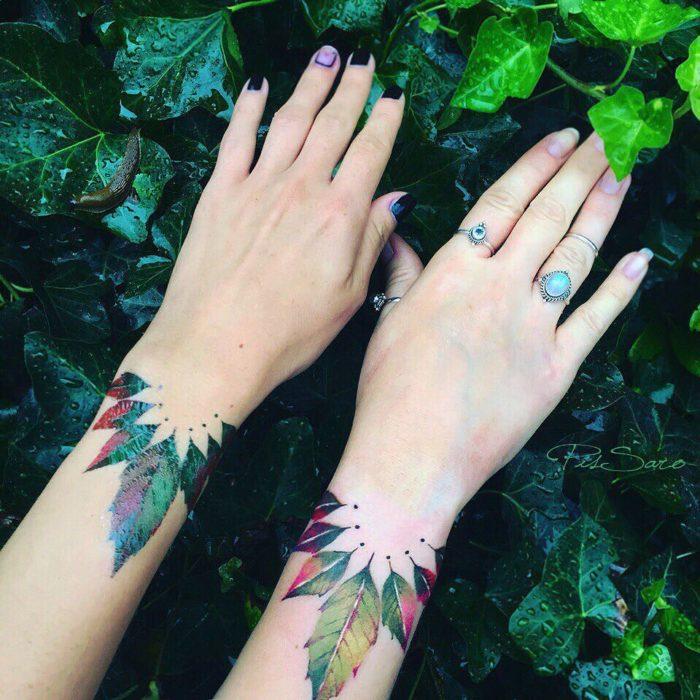 tatuajes de hojas en las manos