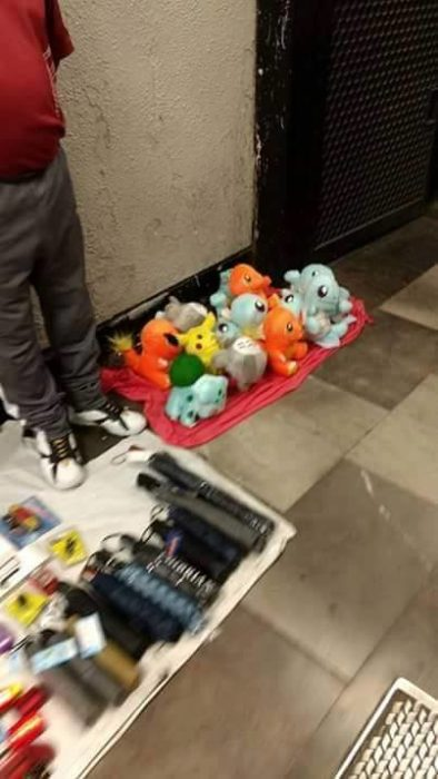 pikachus en el metro