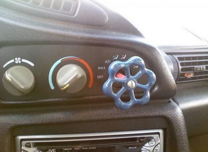 perilla de agua en un carro