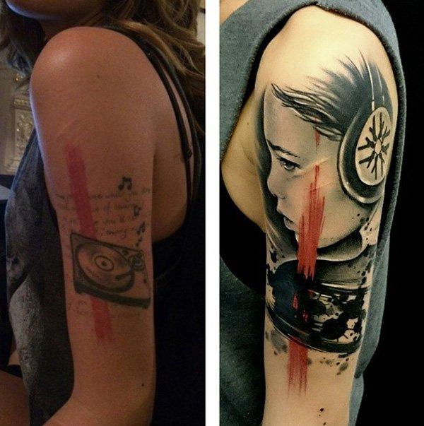 cover up tatuaje, niña con audífonos