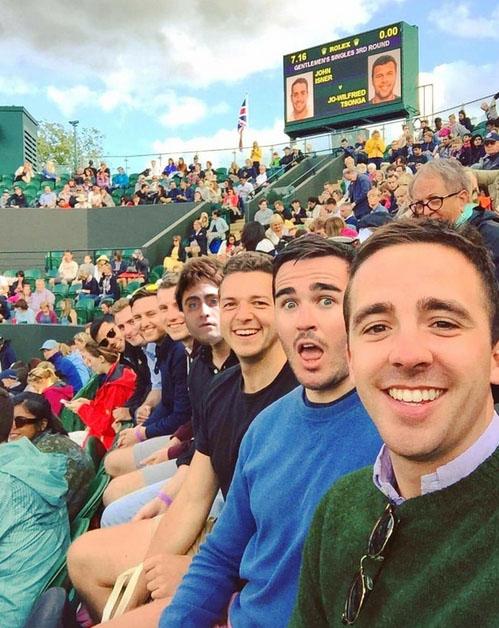 daniel radcliffe muñeco en selfie épica
