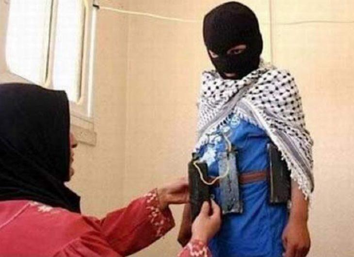 niño disfrazado de bomba suicida