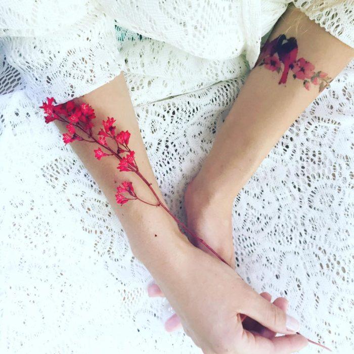 tatuaje de flores y flroes reales