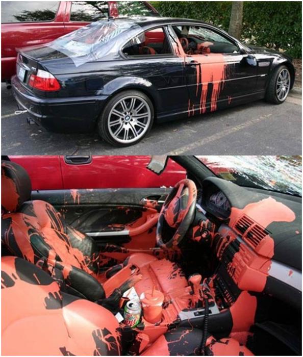 carro con pintura en el interior