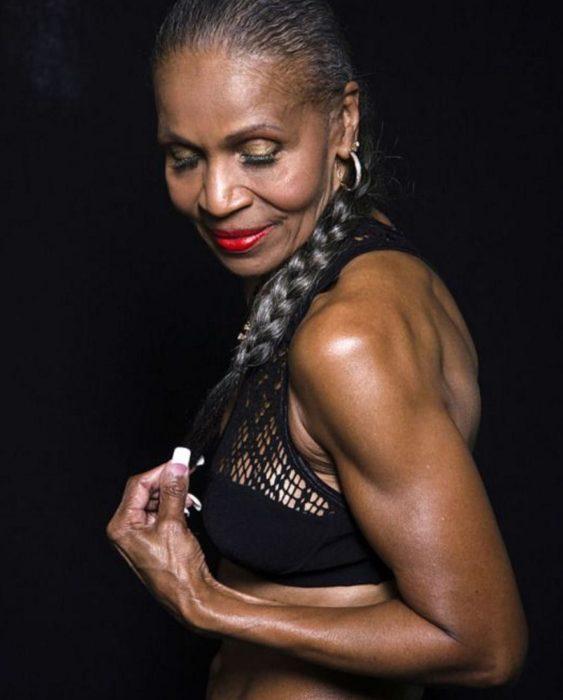 Ernestine Shepherd tiene el récord guiness de la mujer fisicoculturista más longeva del mundo