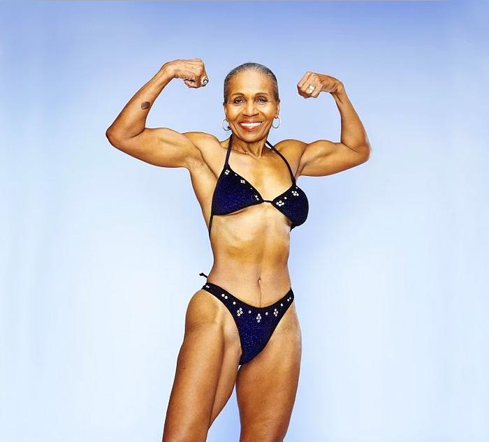 Ernestine Shepherd, de 80 años, en bikini