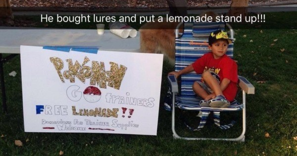 Adictos Pokemón Go niño limonadas
