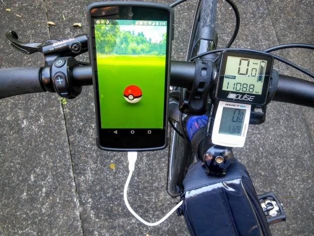 Adictos Pokemón Go en bici