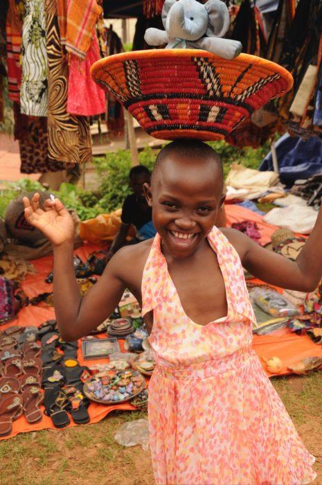 jugando con una niña en africa