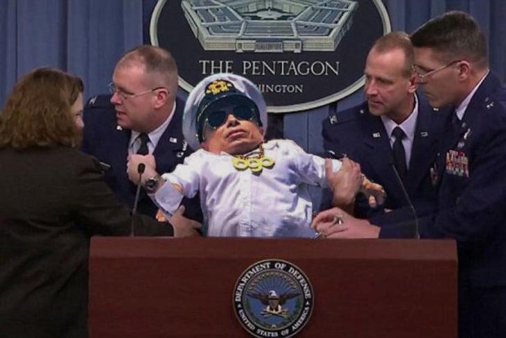 Batalla PS Verne Troyer echado de conferencia de prensa en el pentagono
