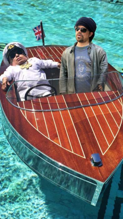 Batalla PS Verne Troyer con otro enanito en su barco