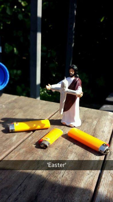 Cristo con petardo en manos