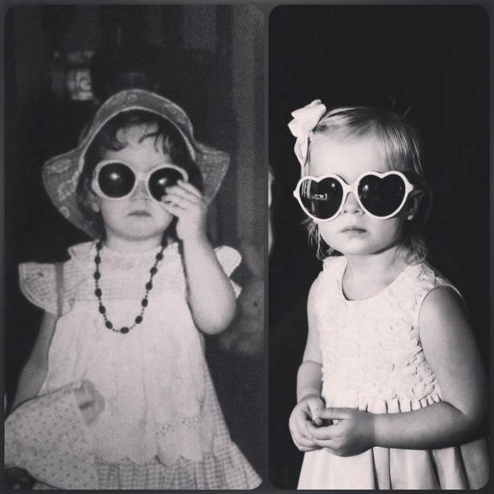Nena con vestido blanco y lentes igual que su madre