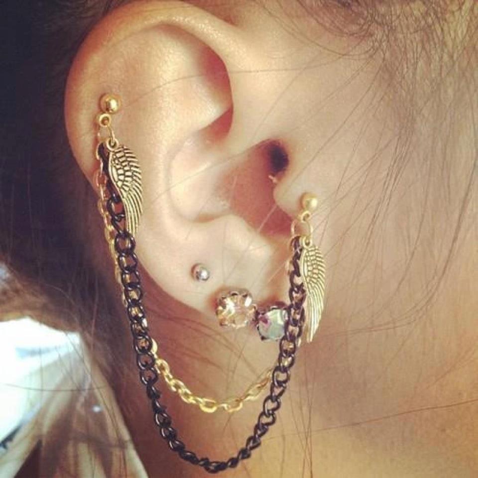10ae54aaccb5 25 piercings en oídos que resaltarán la elegancia de rostro