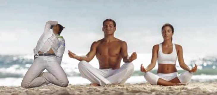 Pasante medicina se queda dormido. Photoshop pose de yoga