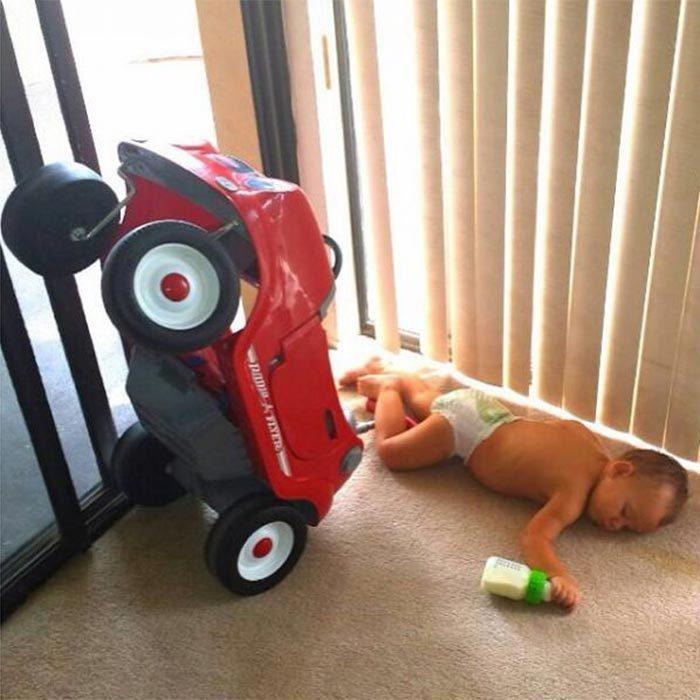 Niño se quedo dormido mientras iba en su carrito
