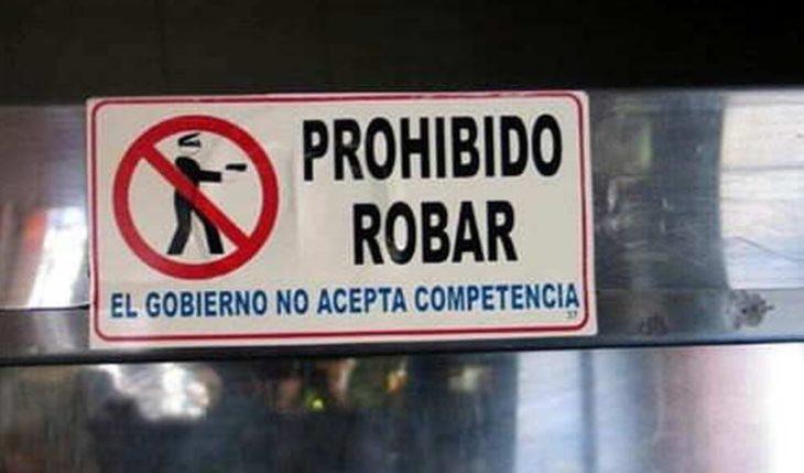 Letrero en una tienda que dice prohibido robar el gobierno no acepta competencia