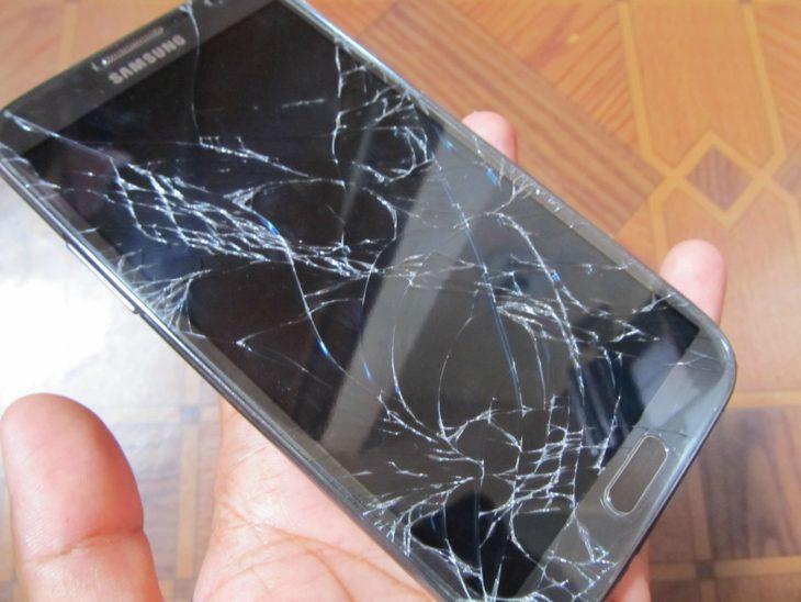 celular pantalla quebrada