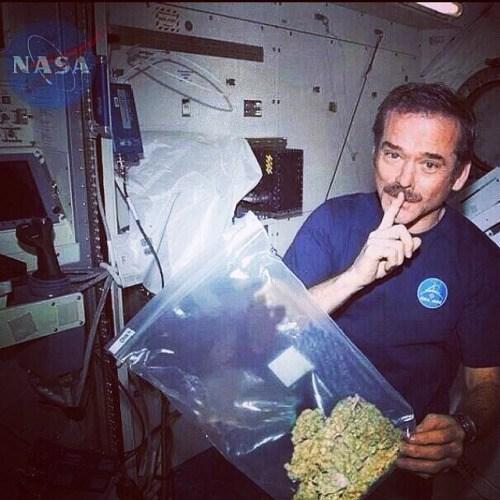 nasa hombre con marihuana