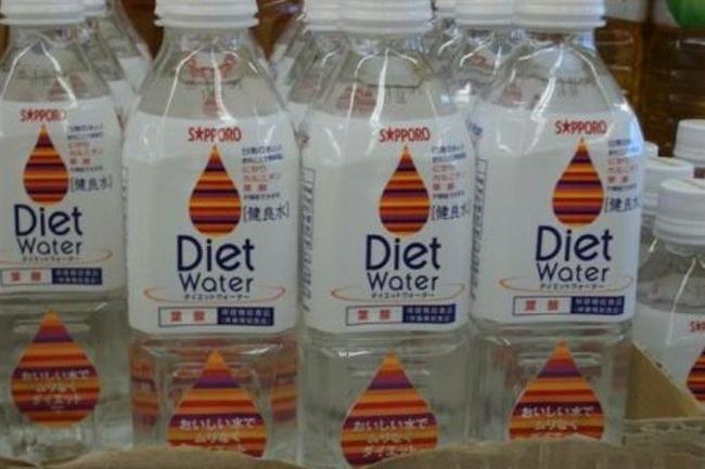 botellas de agua dietéticas