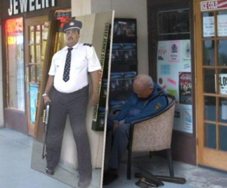 Poster de un vigilante en la puerta de una tienda y en la parte de atrás está el vigilante dormido