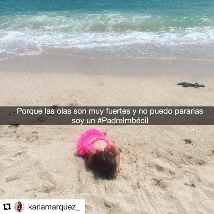 niña llorando en la orilla del mar