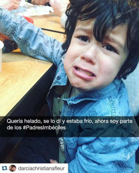 niño llora porque su helado estaba frio