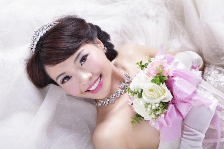 retrato de novia con flores