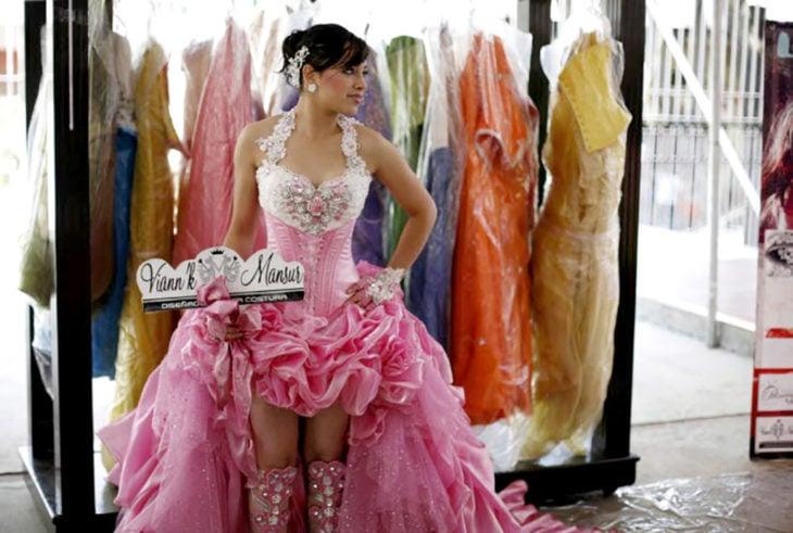 vestido de quinceañera rosa y feo