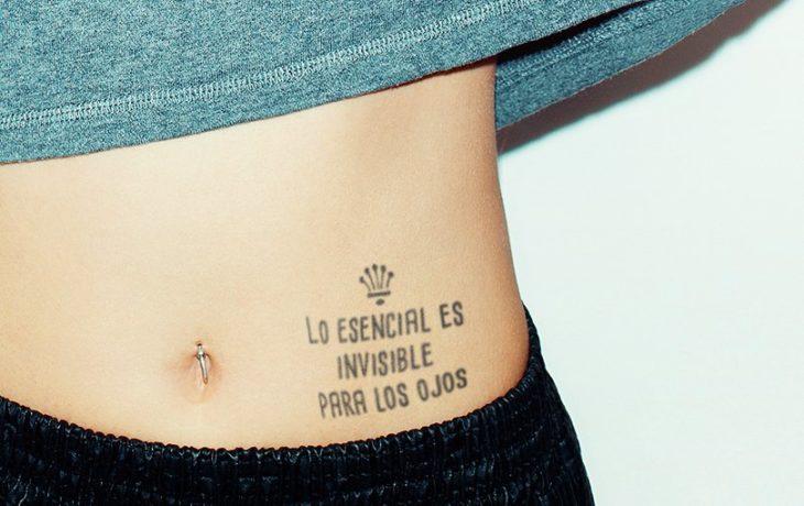 tatuaje en el abdomen