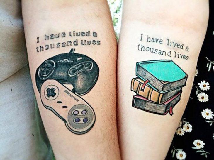 tatuaje de videojuegos y libros