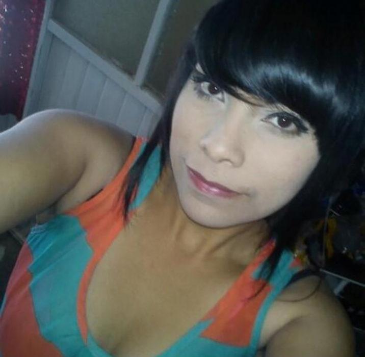 muchacha maquillada con un tono pálido