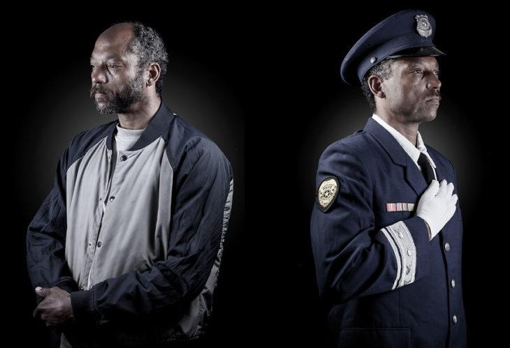 hombre con chamarra al lado mismo hombre vestido de policía