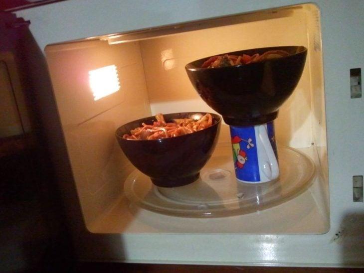 calentar 2 platos de comida en el micro